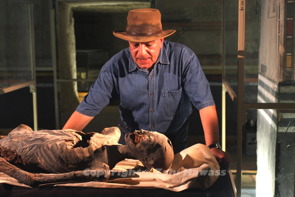 Dr Hawass during the mummy DNA project