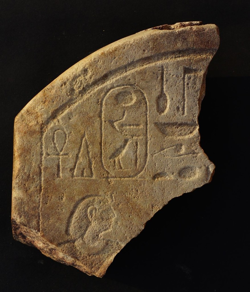 Fig. 1 – Fragment of a stele with the cartouche recording the name of the pharaoh Amenemhat IV (photo K. Braulińska, Berenike Project, PCMA)