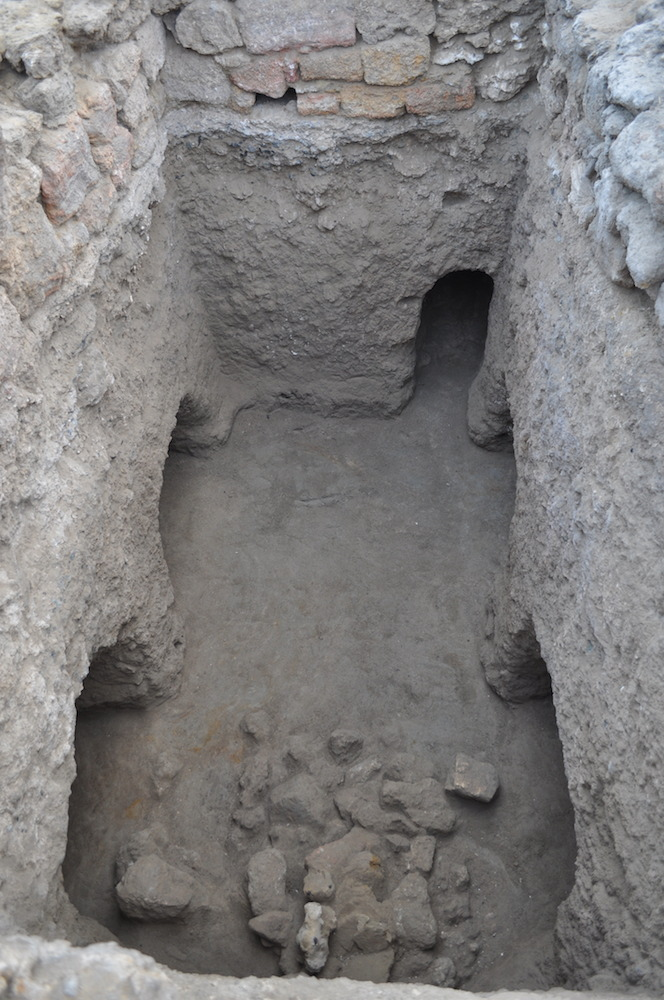 Fig. 3 – Rectangular shaft cut in bedrock with chambers(?) and tunnel, part of the Hellenistic gate complex; view looking east (photo S. E. Sidebotham, Berenike Project, PCMA)