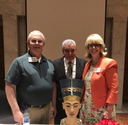 American Family Gives Hawass Replica of Nefertiti's Bust