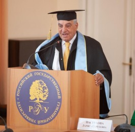 Dr. Hawass receives Honorary Doctorate Degree in Russia